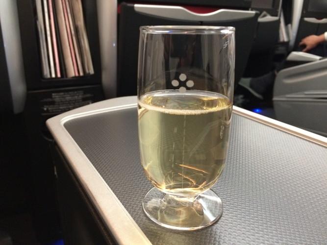 JALの出すぬるいシャンパン
