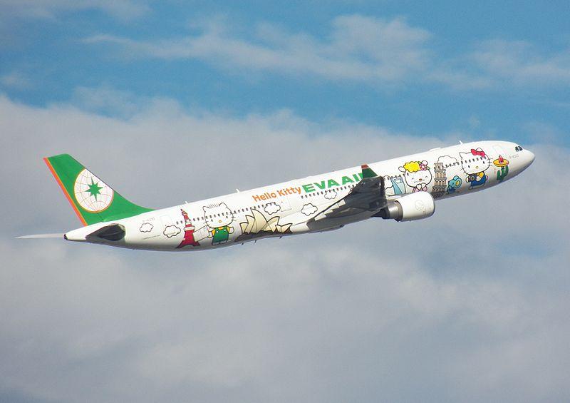 800px-eva_air_b-16333_flying_over_neihu_district_taipei_20121229