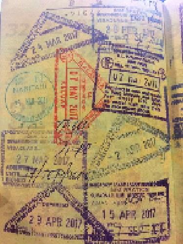 パスポートに限界ギリギリギチギチスタンプ