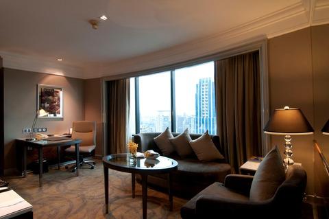 Corner Suite Living Room_2