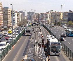 250px-Mecidiyeköy_Metrobüs_Durağı_cropped